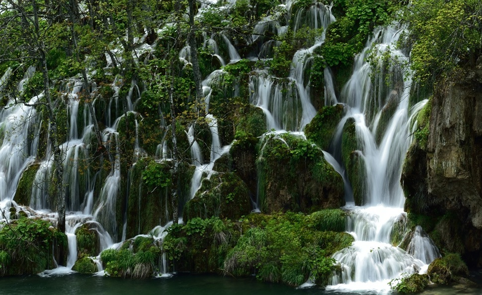 Landscape sample photo of a jungle waterfall