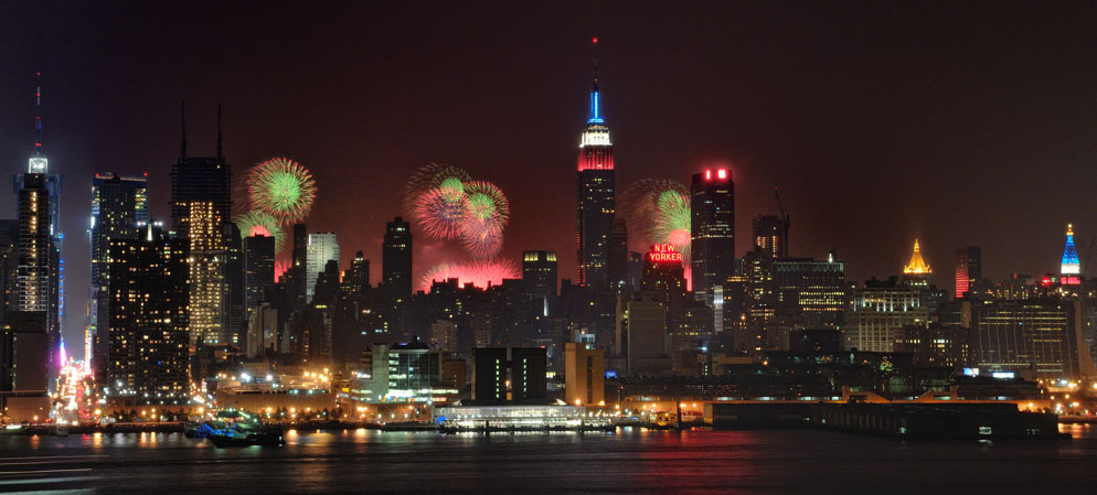 Lindsay Silverman panoramic photo for shooting fireworks at night NYC skyline including Empire State Building & The Fireworks Show | Tips for Taking Great Fireworks Photos from Nikon