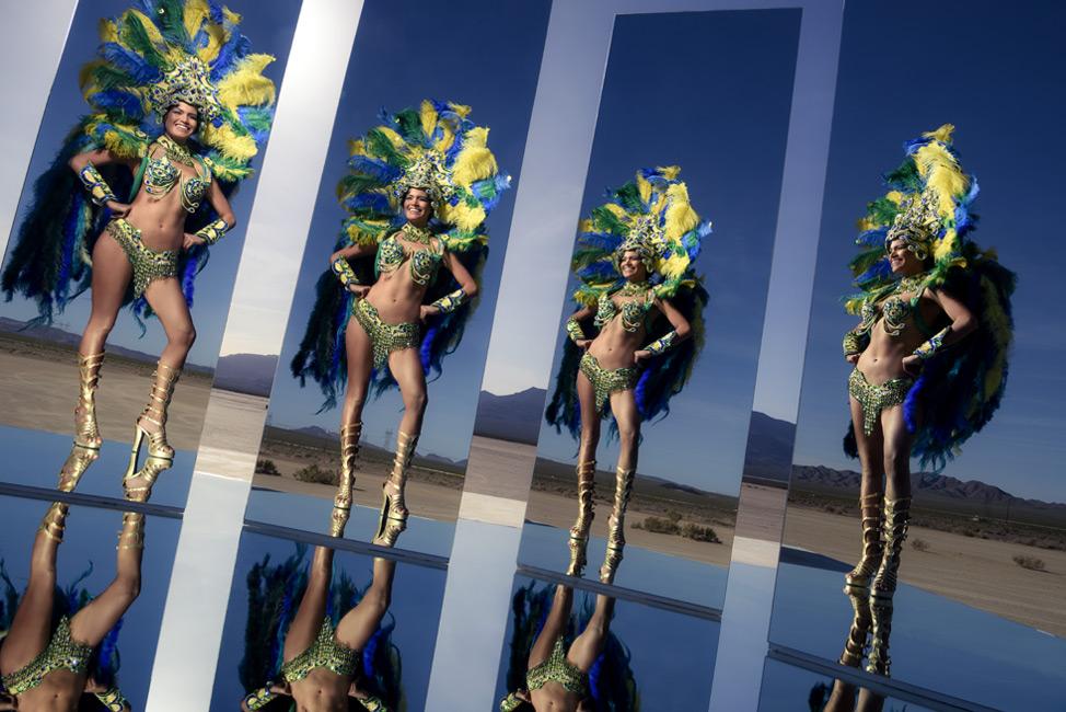 Performace Art: Joe McNally's Mirror Magic Act from Nikon