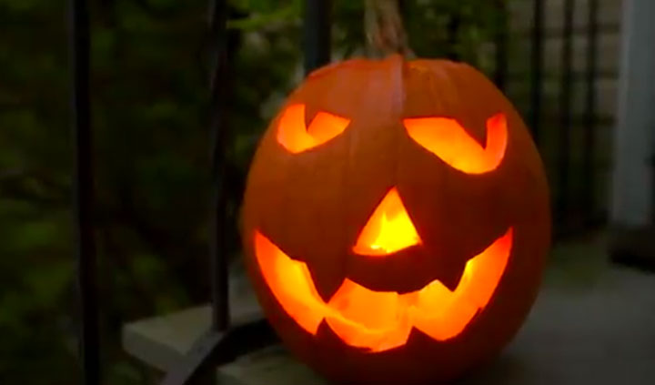 Time-lapse Fun: Carving a Jack 'O Lantern in 60 seconds from Nikon
